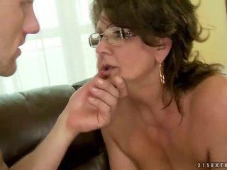 Bà khiêu dâm