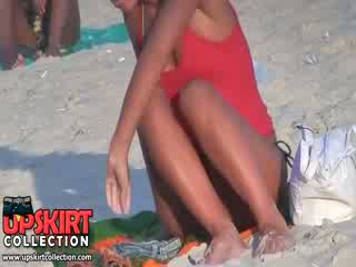 Guy spied the frumusica bine shaped corp de lung legged tarfulita în the fierbinte micro bikini