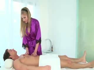حار masseuse sucks clients كوك