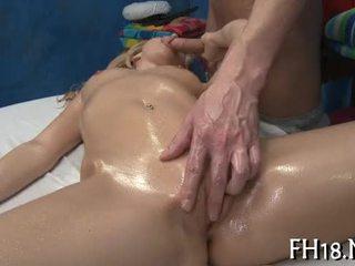 Sexy 18 cô gái receives fucked lược cứng