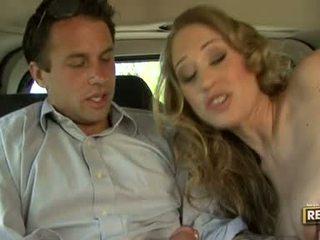 ホット 金髪の人 abby rode deliciously pleasures 彼女の 口 とともに a コック plugged 上の それ