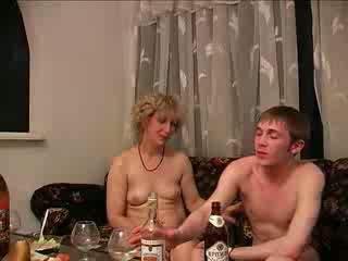 részeg, moms és fiúk, kemény