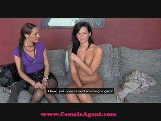 Ο fake agent snags ένα στενός/ή νέος κορίτσι