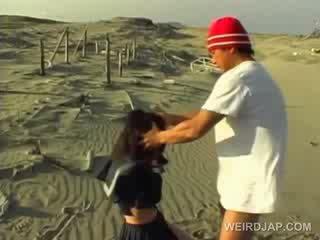 Asiática escuela cutie forzado a dar mamada en pov en la playa
