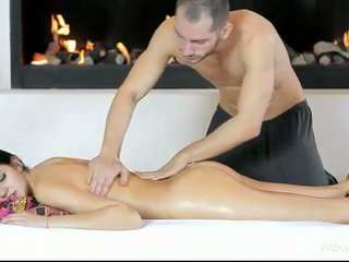 Glamour babe Mia massage and ripped good