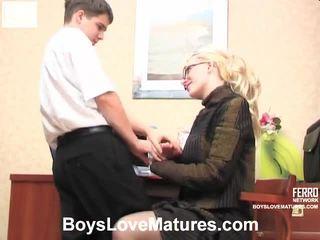 vecs jaunietis, sex, mature porn, jebkurš young girl in action redzēt