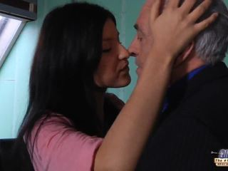 Régi tanár gets egy szex szünet -től fiatal tanuló