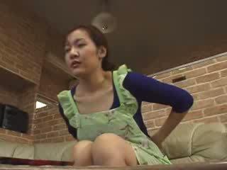 Japonesa lonely mamá masturbate en livingroom vídeo