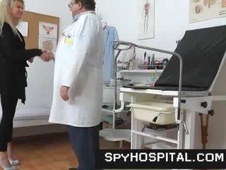 Một ẩn cẩm trong một gyno clinic