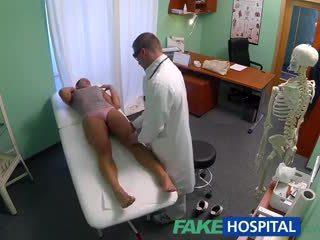 Fakehospital 더러운 엄마는 내가 엿 싶습니다 섹스 addict gets 엿 로 그만큼 의사 동안 그녀의 남편 waits