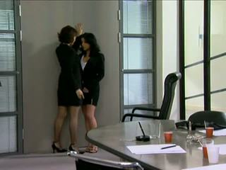 كامل تنورة, مكتب hq, مثليه شاهد