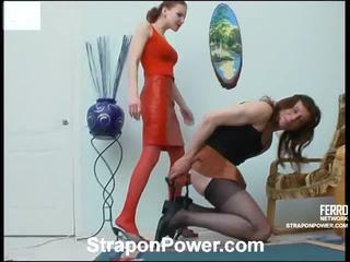 ideaal strap-on mov, strap on bitches, heetste vrouwelijke dominantie thumbnail
