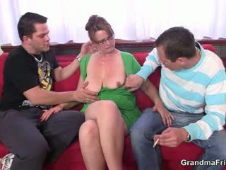 Two guys are fucking nóng mẹ