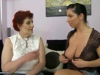 E shëndoshë gjyshja dhe gjoksmadhe adoleshent appreciating lesbo porno