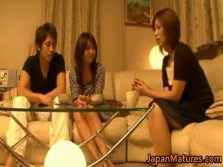Japonesa maduros mulheres ter um sexo a três part4