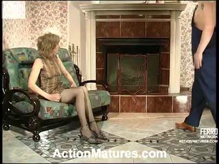 Penelope và adam sừng mẹ trong hành động