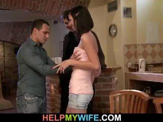 Trẻ cậu bé tóc nâu vợ loves gian lận trên cô ấy đàn ông
