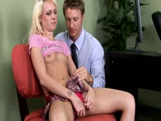 Blond gets what the doctor is trying to do to mkae her feel better