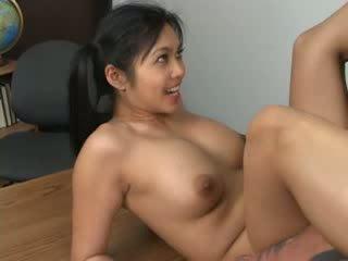 Asijské hottie mika tan assfucked