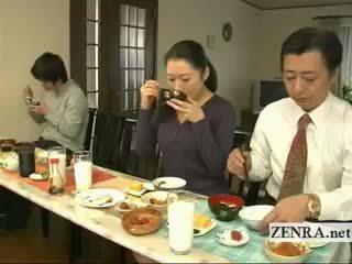 Subtitled 奇妙な 日本語 bottomless いいえ パンティー 家族