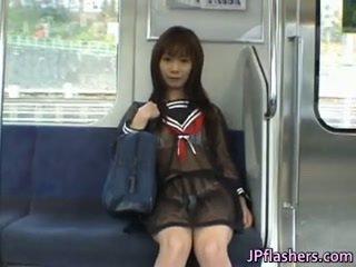 Ázsiai diáklány -ban nyilvános