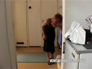 แม่เลี้ยง helps หนุ่ม เด็กผู้ชาย getting ยาก
