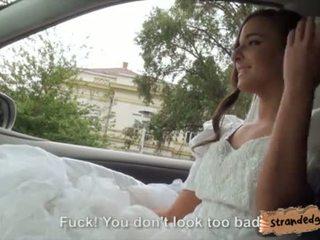 Jeune mariée à être amirah adara ditched par son fiance et baisée par stranger vidéo