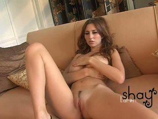 Naturale boobed shay laren spreads suo rosa fica su il divano