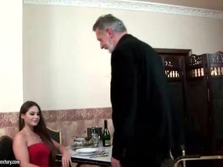 Cathy heaven enjoys seks koos vana mees