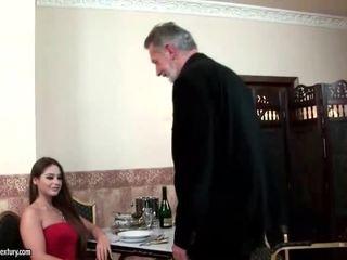 Cathy heaven enjoys 섹스 와 늙은 사람