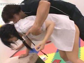 Asiática delicate adolescente profundo throating su teachers shaft