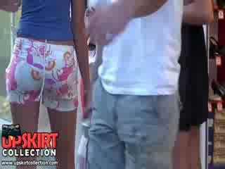 Quente meninas em rabos a foder a foder pants muito rapidamente feito o homem sentir o hardon em sua pants