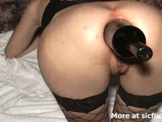 Extreem anaal vuistneuken en fles geneukt slet