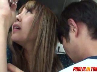 Szexi tini -ban egy busz gets elélvezés -ban nyilvános szex