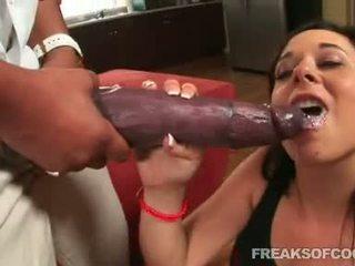 Soaked porno floozy aarielle alexis stuffs jej usta z a potwór penis