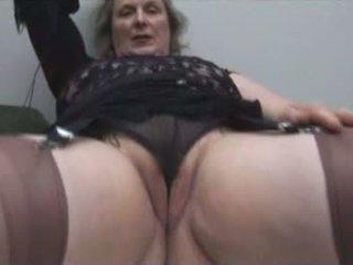 Prsnaté babka v podkolienky shows preč kyprý cameltoe