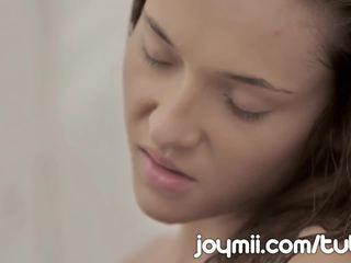 Joymii sale noor alexis brill teeb armastus sisse the dušš ja likes see märg