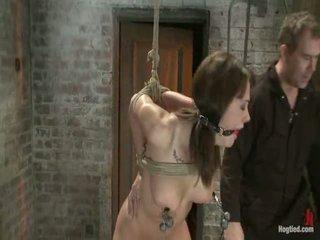 Fata următorul ușă este overwhelmed de la the orgasms noi rip de la ei aidless body<br>brutal rope robie!