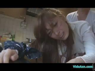 الآسيوية فتاة getting لها فم و كس مارس الجنس في حين standing بوضعه إلى الحمار في ال مطبخ