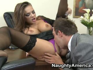 Nika noir sensuous секретар чукане с тя chief