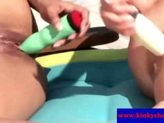 Sahara knite 和 cherry jul 外 using 玩具