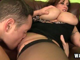 Incredibly stor bryster på den sexy cougar ludder eva notty