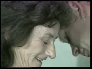 Tóc rậm bà nội fucks trẻ con gà trống !