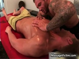 Gavin waters gets 그의 최고 몸 massaged 7 로 massagevictim