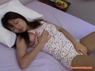 Азіатська підліток мастурбує