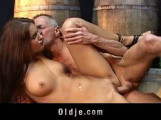 Oldje: lusty najstnice fucks old dedek