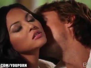 Busty beauty adrianna luna seduces cô ấy đàn ông vì đam mê giới tính