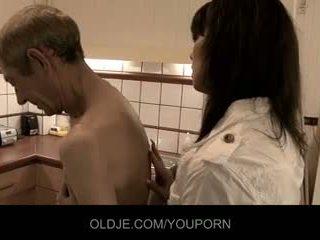 Crusty oldman fucks cu lui doamnă medic