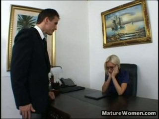 Dabar tai yra vienas astonishing milf! gražus ir didelis titted blondinė brandi edwards yra disappointed surrounding a spektaklis apie jos employee, talon. ji calls jį į jos ofisas, intending onto giving jį