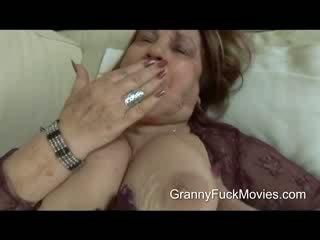 Това е един дебели и възбуден бабичка който wants малко действие